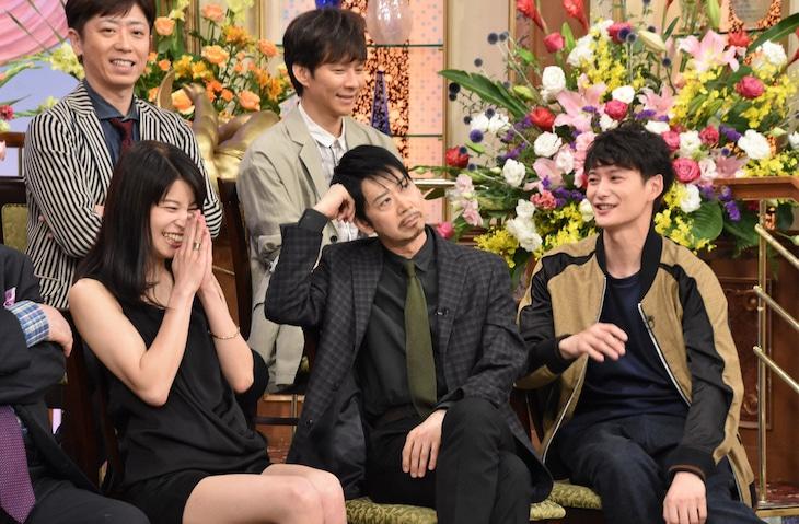 前列左からさとうほなみ、手塚とおる、岡田将生、後列左から後藤輝基、渡部建。(c)日本テレビ