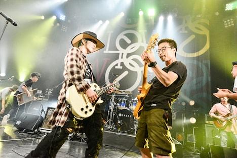 磯部正文(右)が参加した「Little Giant」演奏時の様子。(撮影:橋本塁[SOUND SHOOTER])