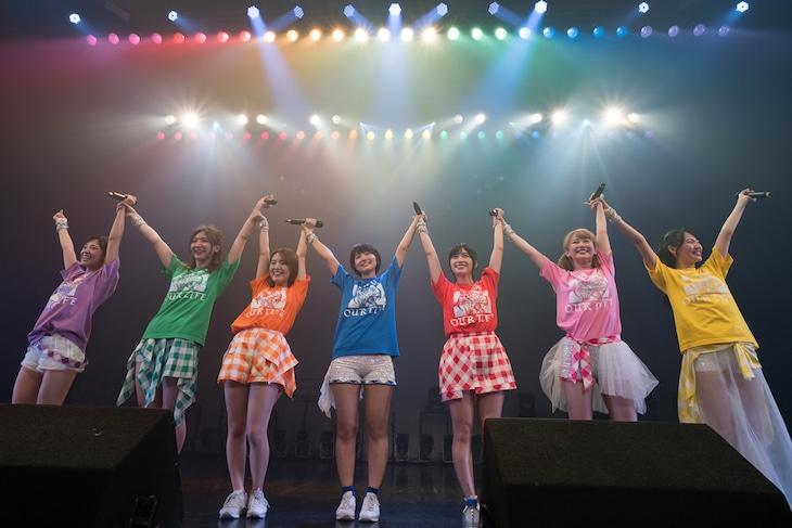 アップアップガールズ(仮)「ライブハウスツアー2017 アップアップガールズ(仮)∞ Lives Change & Evolution」東京・Zepp Tokyo公演の様子。(写真提供:YU-Mエンターテインメント)