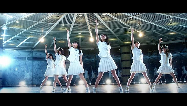A応P「Another World」のミュージックビデオのワンシーン。
