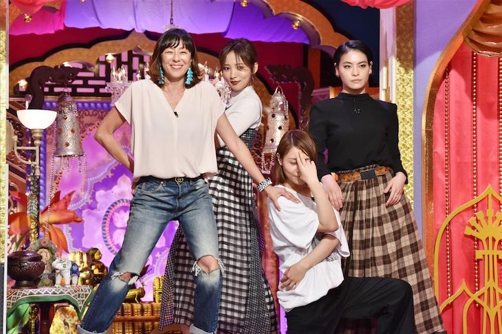左からRIKACO、夏菜、タテジマヨーコ、菅原小春。(c)日本テレビ