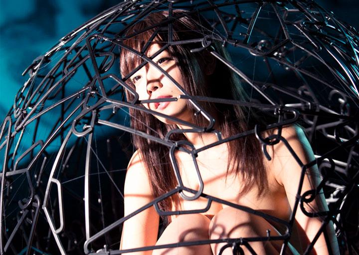 藤田恵名「私だけがいない世界」ミュージックビデオのワンシーン(撮影:小林弘輔)。