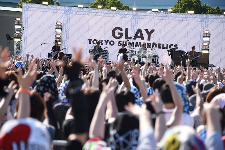 野外フリーライブ「TOKYO SUMMERDELICS」の様子。
