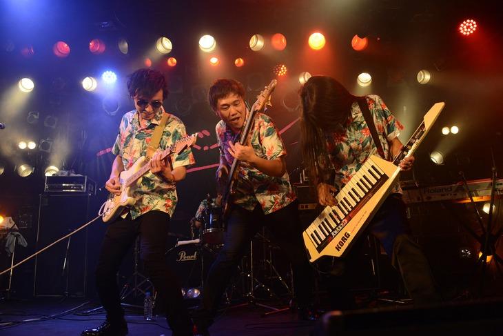 ベッド・イン「ウチらの夏物語~東名阪ワンマンおギグツアー2017~」東京・渋谷CLUB QUATTRO公演より、パートタイムラバーズ。
