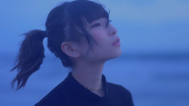 ピンキー!ノーラ&ペトラ「Kiertokulku」MVのワンシーン。