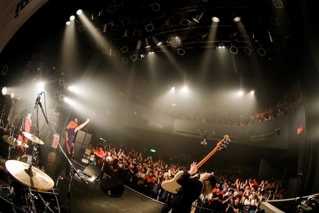 yonigeのライブの様子。(Photo by Viola Kam [V'z Twinkle])