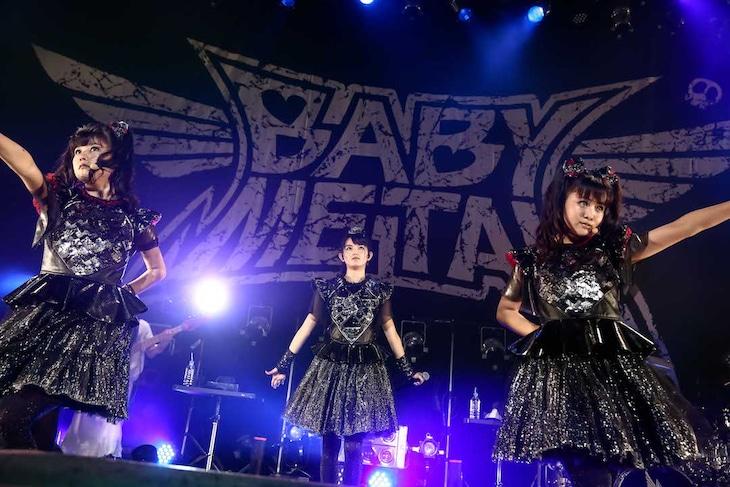 「BABYMETAL 5大キツネ祭り in JAPAN 白キツネ祭り」大阪・Zepp Osaka Bayside公演の様子。(Photo by Taku Fujii)