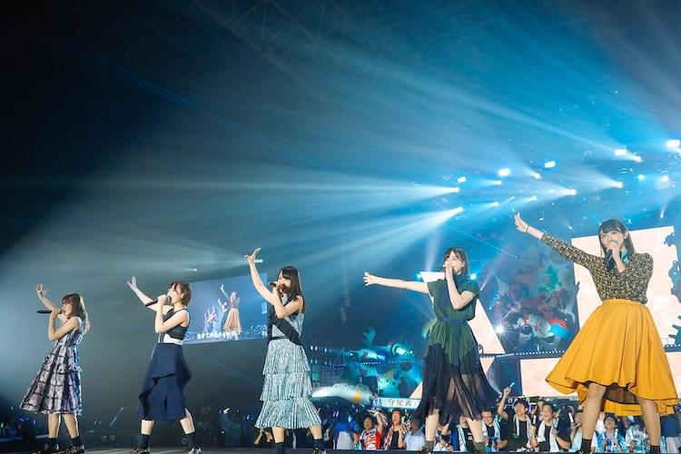 欅坂46「真っ白なものは汚したくなる」千葉・幕張メッセ国際展示場4~6ホール公演の様子。 (提供:Sony Music Records)
