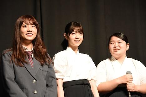 左から斉藤優里(乃木坂46)、西野七瀬(乃木坂46)、富田望生。
