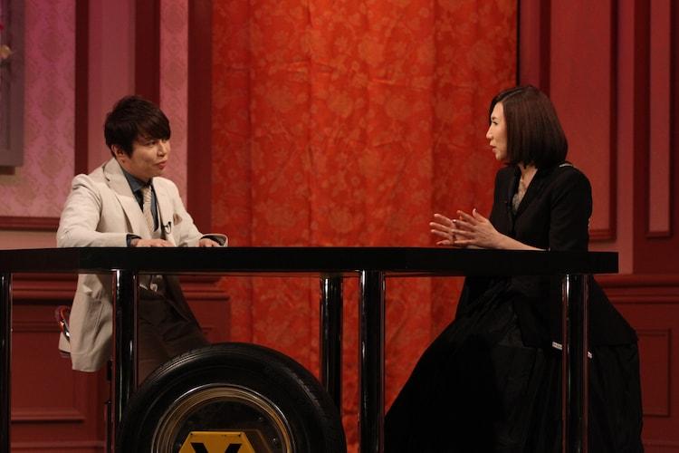 西川貴教(左)と高橋洋子(右)によるトークの様子。(写真提供:音組)