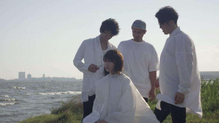 天才バンド「僕らのLove song」ミュージックビデオのワンシーン。
