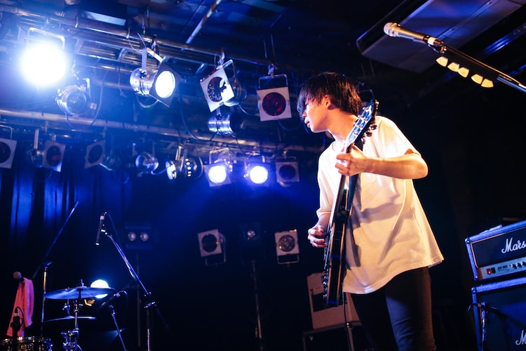 吉田雄帆(G, Cho / 知る権利)(Photo by Shiraishi Tatsuya)