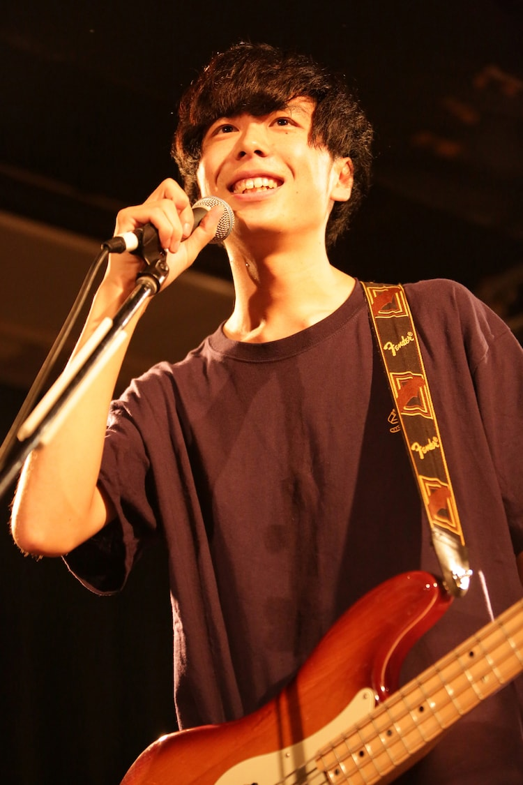 萬屋樹太郎(B, Vo / 知る権利)(Photo by Shiraishi Tatsuya)