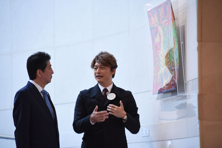 安倍晋三首相と香取慎吾。