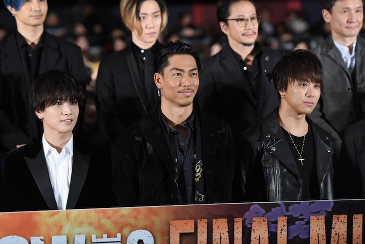 前列左から岩田剛典、AKIRA、TAKAHIRO。