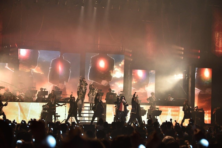 Linked Horizon「Linked Horizon Live Tour 2017 『進撃の軌跡』の様子。(提供:ポニーキャニオン)