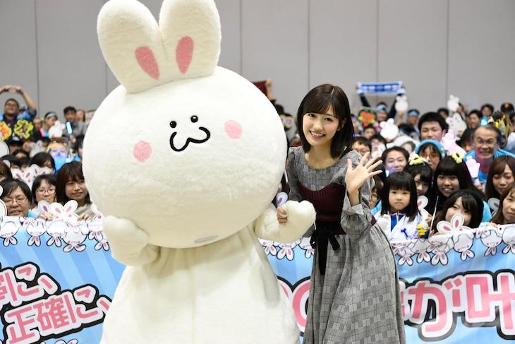 AKB48として最後の握手会を行った渡辺麻友。(c)AKS