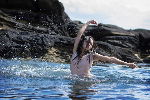 「The Sea」撮影時の様子。(撮影:菅原康太)