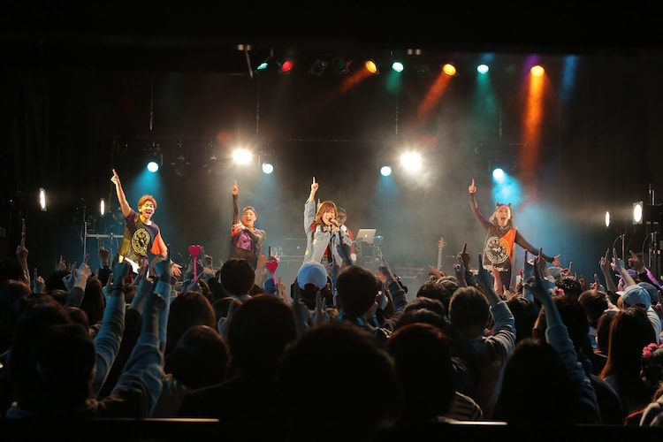 """「MAY'S 15th Anniversary """"39"""" Tour」WWW X公演の様子。(撮影:田中真光)"""