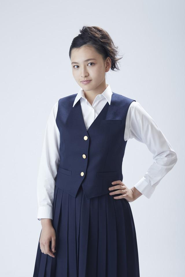 北村優衣扮する上田良子。