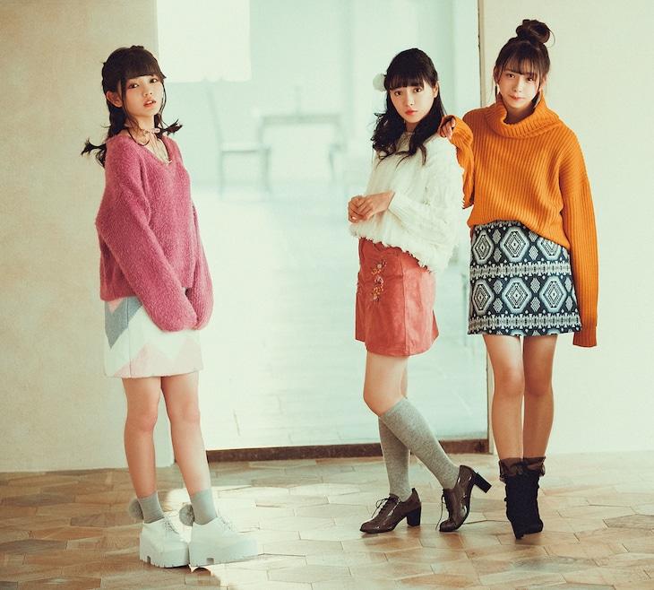 左から平塚日菜(ふわふわ)、中山莉子(私立恵比寿中学)、三品瑠香(わーすた)。