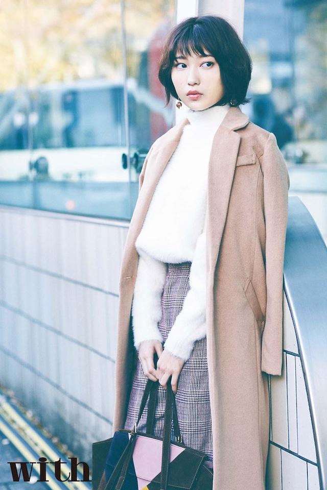「with」2月号より、志田愛佳(欅坂46)。