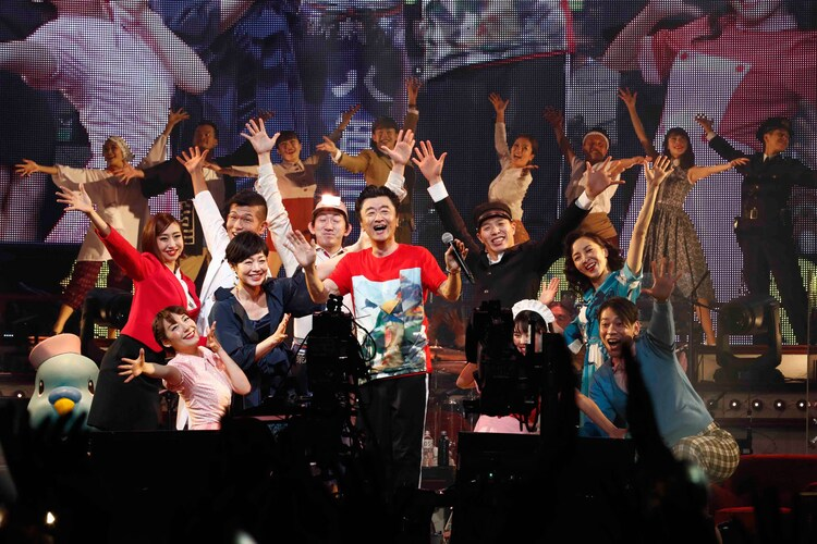 桑田佳祐「WOWOW presents 桑田佳祐 LIVE TOUR 2017『がらくた』supported by JTB」神奈川・横浜アリーナ公演の様子。(撮影:西槇太一)