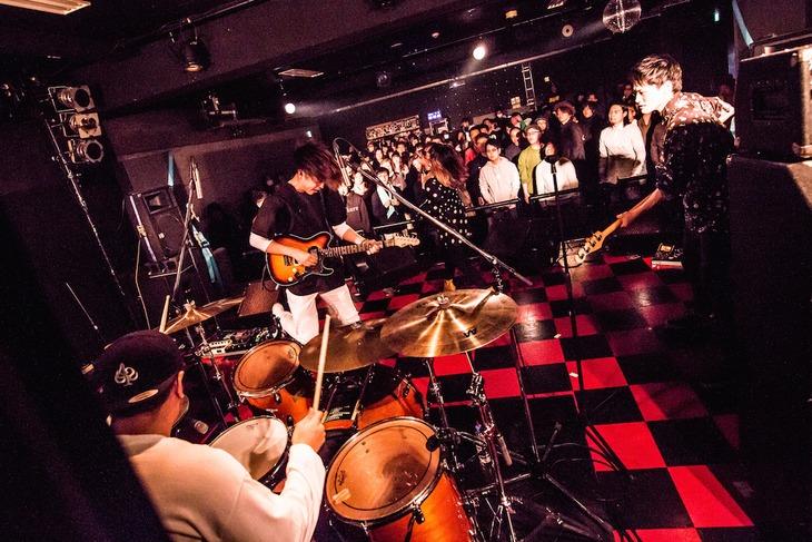 """「あいくれ 2nd mini Album『音楽家の一日』Release tour """"あなたの街がブレーメン""""」初日公演の様子。(Photo by Kaochi)"""