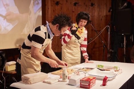 ケーキを作る石鹸こと三宅弘城。