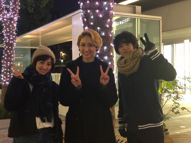 左から堀田茜、Ms.OOJA、飯島寛騎。