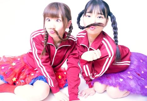 TAKENOKO▲。左から平野友里、涼川菜月。