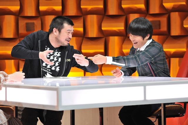 左から竹原ピストル、バカリズム。(c)NTV