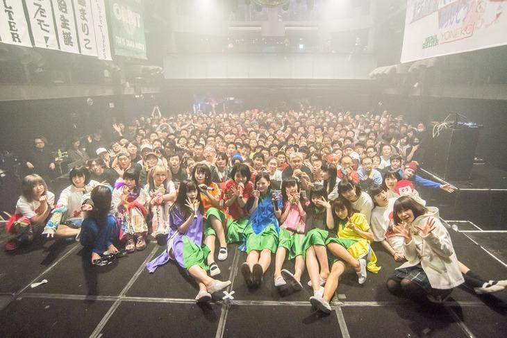 「『ORBIT TOUR 2018 +』in TOKYO」の集合写真。