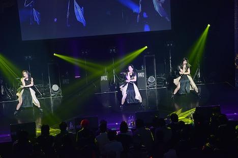 """東京女子流 エキシビジョン公演「""""DISCOGRAPHY"""" CASE OF TGS -TGS00~TGS32-」の様子。"""