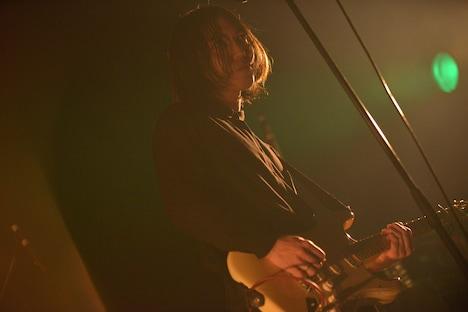 小林祐介(Vo, G / THE NOVEMBERS)(撮影:野口信司)