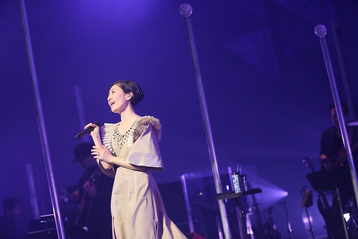"""坂本真綾「坂本真綾 LIVE TOUR 2018""""ALL CLEAR""""」大阪・大阪国際会議場公演の様子。(写真提供:FlyingDog)"""