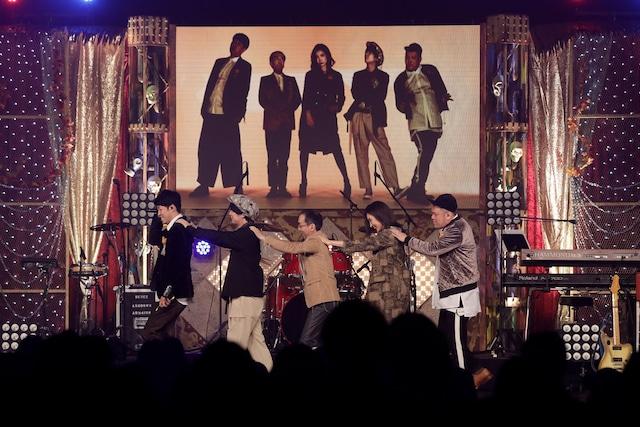 ジェニーハイの初ライブの様子。
