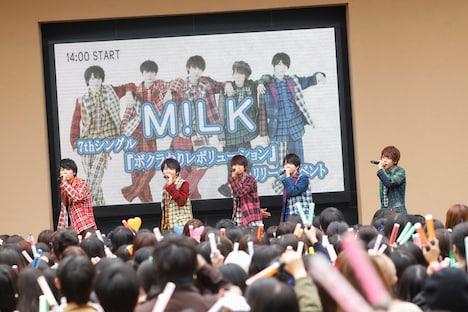 M!LKのイベントの様子。(撮影:笹森健一)