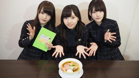 左から高瀬愛奈、齊藤京子、佐々木美玲。