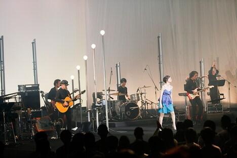 """「坂本真綾 LIVE TOUR 2018 """"ALL CLEAR""""」最終公演の様子。(写真提供:FlyingDog)"""