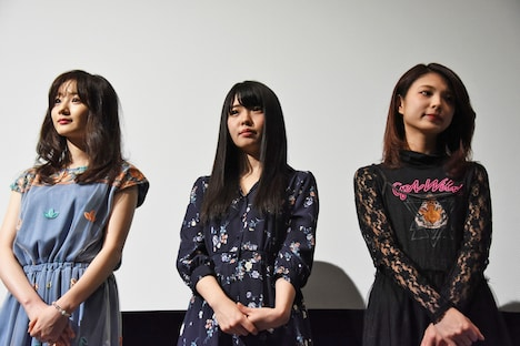 左から秋月成美、窪田美沙(仮面女子)、大野未来。