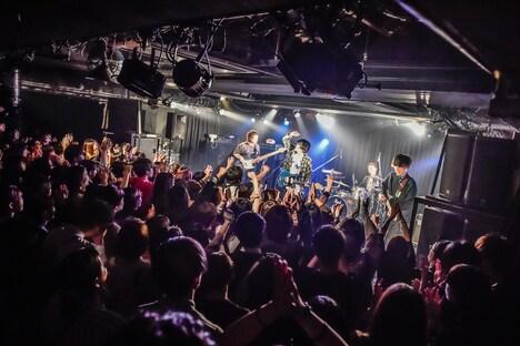 ユアネスのライブの様子。(撮影:高田梓)