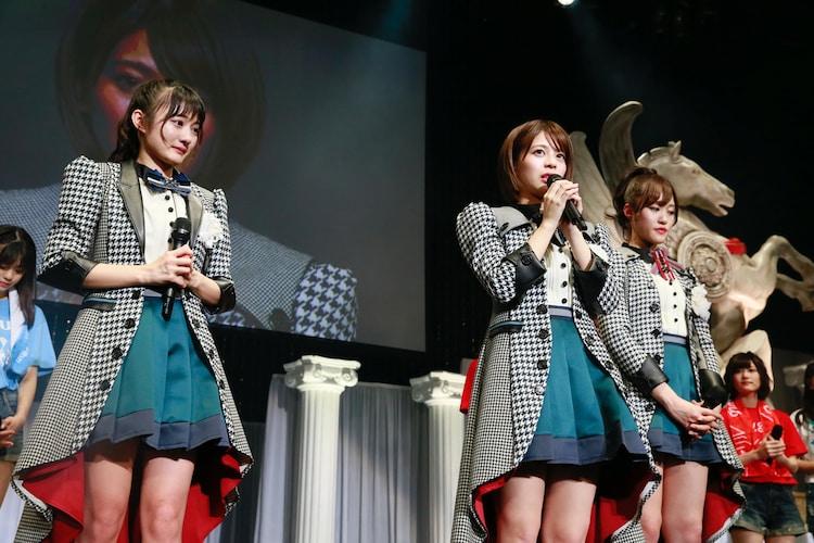 (左から)卒業を発表する古賀哉子、吉崎綾、王林。(写真提供:Virgin Music)