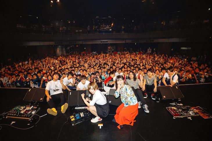 「uP!!! SPECIAL ライブナタリー 201804」の集合写真。(撮影:上山陽介)