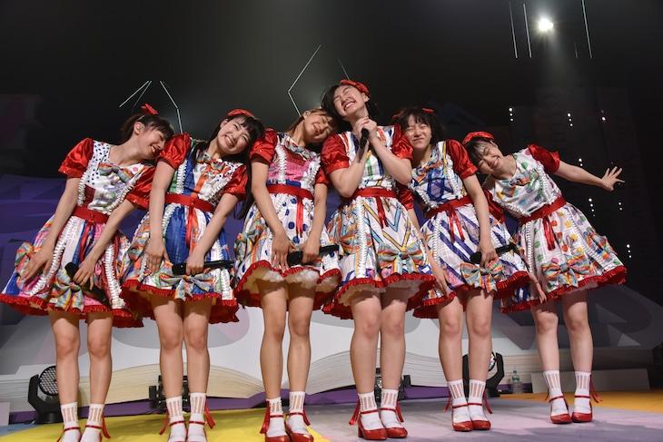 「私立恵比寿中学 SHAKARIKI SPRING TOUR 2018~New,Gakugeeeekai of Learning~(新・学芸会のすゝめ)」初日公演の様子。