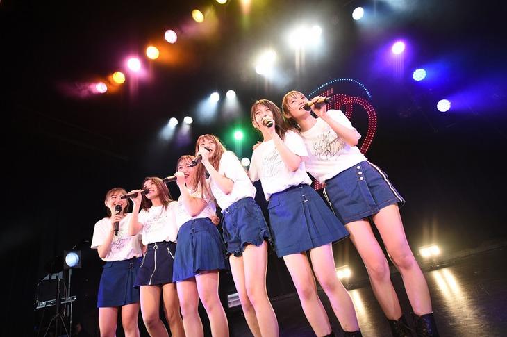 東京パフォーマンスドール「ダンスサミット2018 ~Wanna be SHINY LADY~」の様子。(写真提供:EPICレコードジャパン)