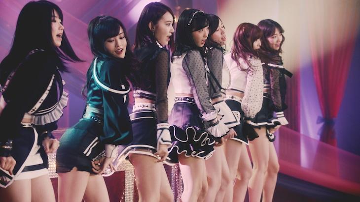 AKB48「Teacher Teacher」ミュージックビデオのワンシーン。(c)AKS / キングレコード