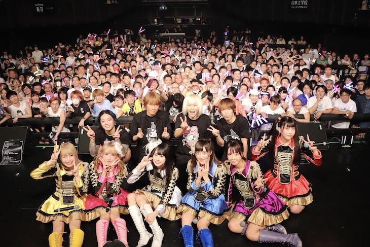 「READY TO KISS 2018アジアツアーになります。」東京・マイナビBLITZ赤坂公演の様子。(写真提供:キングレコード)