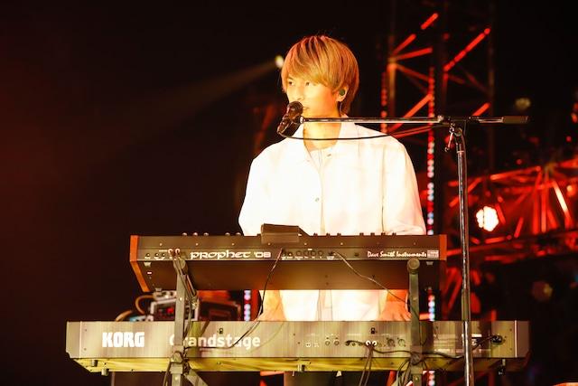 杉本雄治(Vo, Piano / WEAVER)(撮影:山川哲矢)