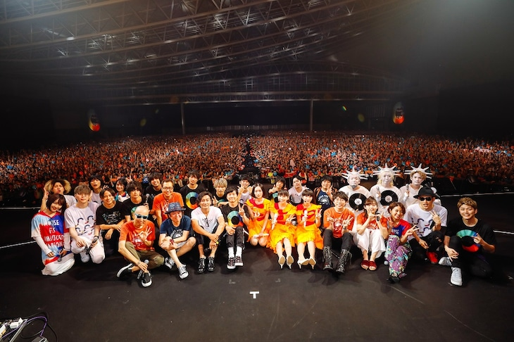 「Amuse Fes in MAKUHARI 2018 -雨男晴女-」の集合写真。(撮影:上山陽介)